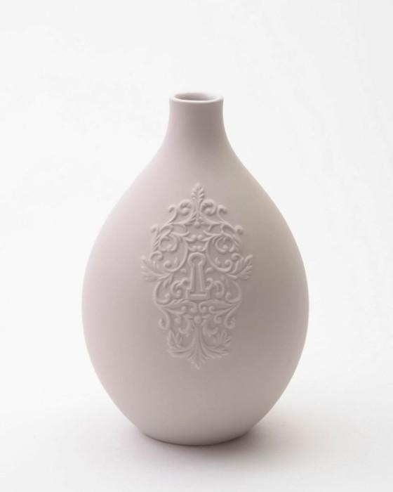 Keyhole egg vase