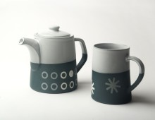 Graphic T-Pot (2 mug): 'Circles'. dark Blue/white glaze top